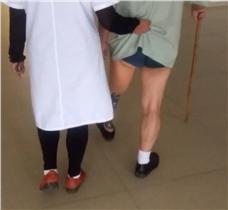 大腿假肢多地形康复指导训练视频