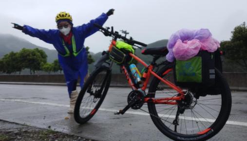 穿着假肢的女孩从广州独自骑行到江西