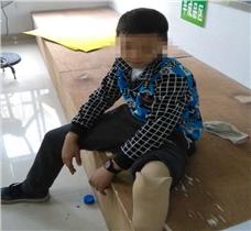 9岁小朋友用他的方式   来演绎假肢功能